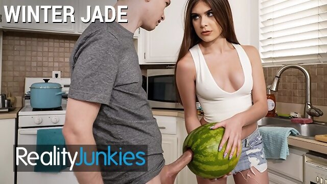 porhub realityjunkies Reality Junkies - Kinky Step sister Winter Jade walks in on Step bro and his Huge Cock
