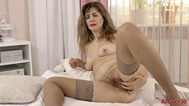 hd brunette Single mom in stockings masturbating solo