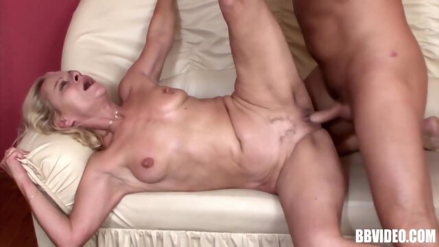 cumshot blonde SQUIRTING MATURE SLUT IN A WILD SESSION WITH MUSCLE TOY BOY