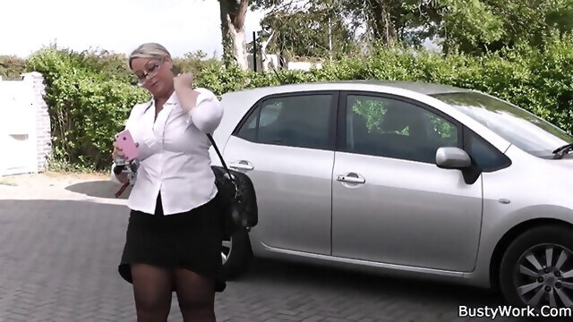 blowjob blonde Working woman getting her pussy licked and fucked