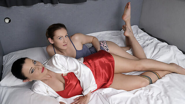 dutch cunnilingus Hot Old And Young Lesbian Couple Making Out - MatureNL